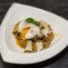 Makaron z pesto ziołowo orzechowym z jajkiem w koszulce